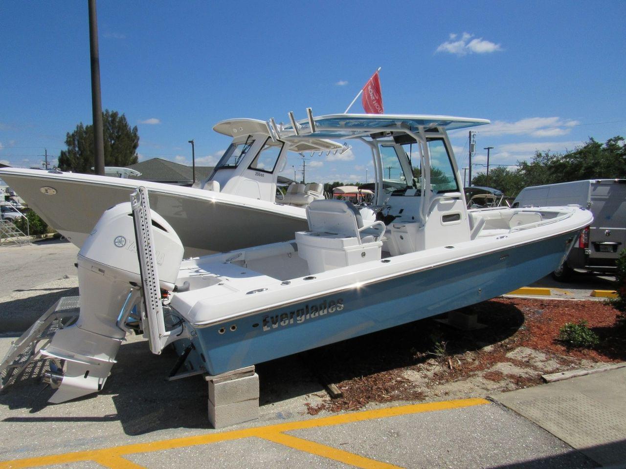 Everglades Boats 253CC