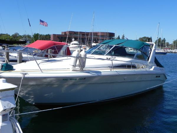 Sea Ray 330 Sundancer Port side