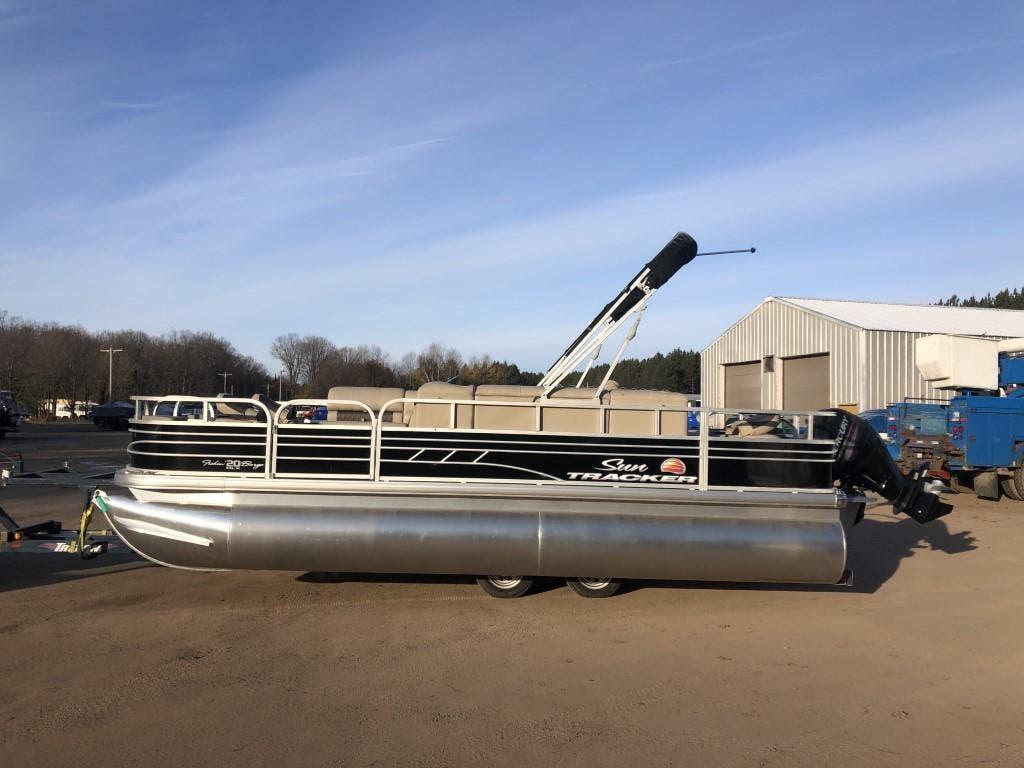 Sun Tracker signature fishing barge