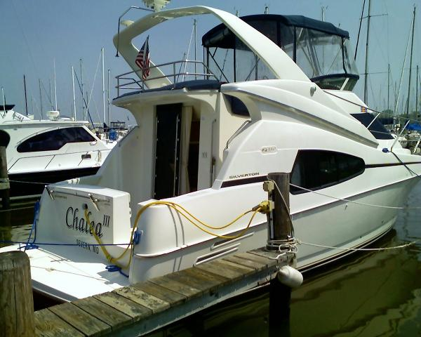 Silverton 330 Sport Bridge Starboard Side