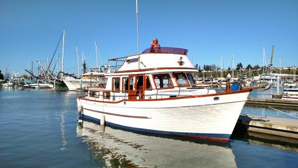 Universal Marine 36' Trawler
