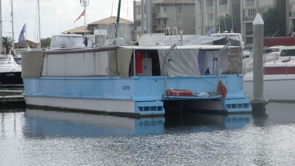 Coastal Houseboat 49'