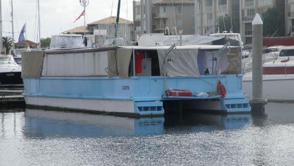 Coastal Houseboat 49'
