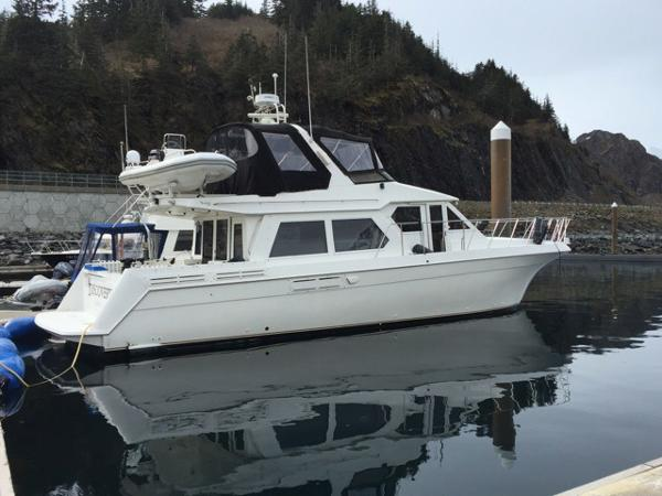 Navigator 5300 classic motor yacht