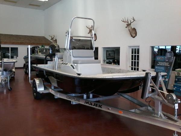 Majek Boats 18 Ultra Cat
