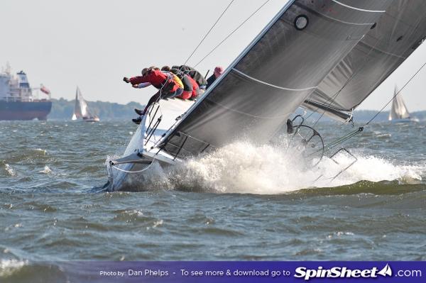 ES Yachts Kernan 44