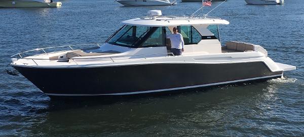 Tiara Q 44 Explorer Yacht