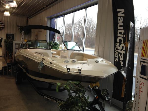 Nautic Star 203DC Sport Deck