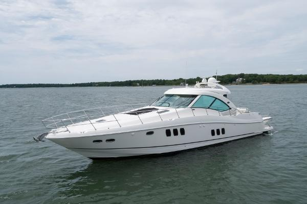 Sea Ray 610 Sundancer Port bow profile
