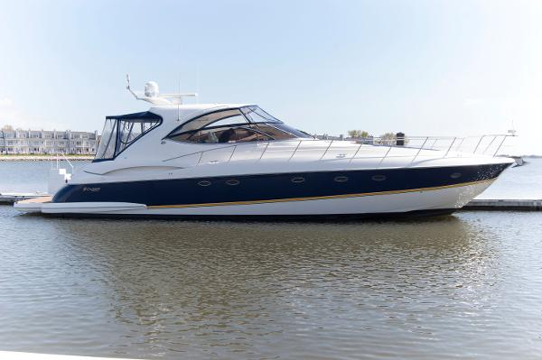 Cruisers Yachts 540 Express Side Shot