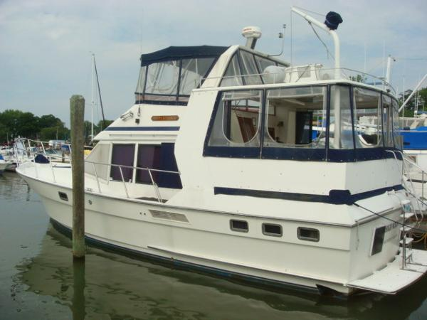 Golden Star 42 Sundeck Motoryacht 42' Golden Star port aft profile