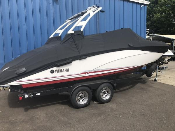 Yamaha Boats 242 Limited S