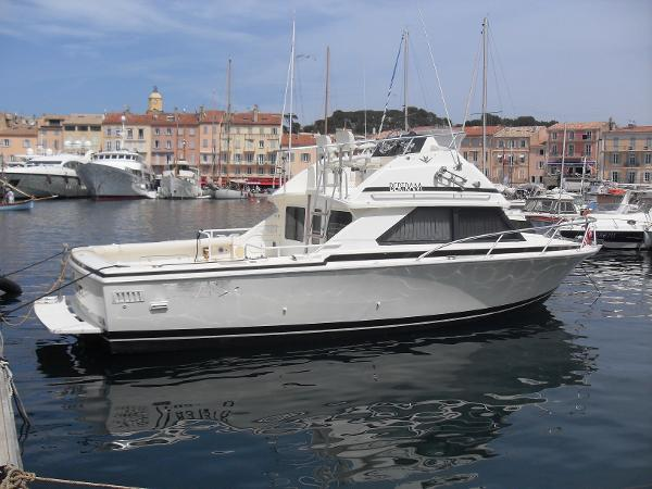 Bertram 28 Flybridge CRUISER BERTRAM 28' FLYBRIDGE CRUISER III