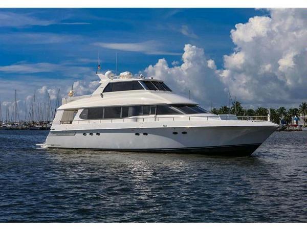 Lazzara Skylounge  Motor Yacht Enclosed
