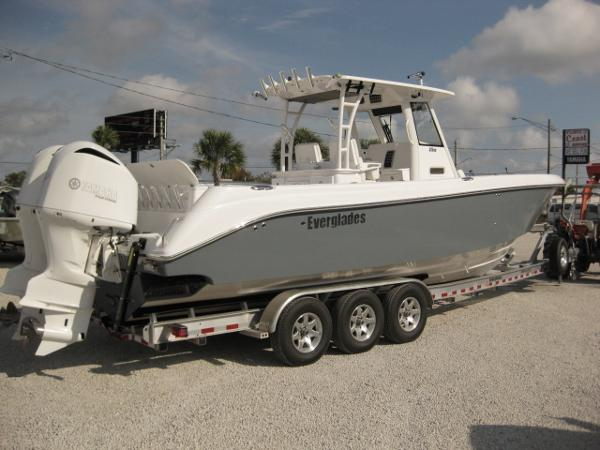 EVERGLADES BOATS 325 CC