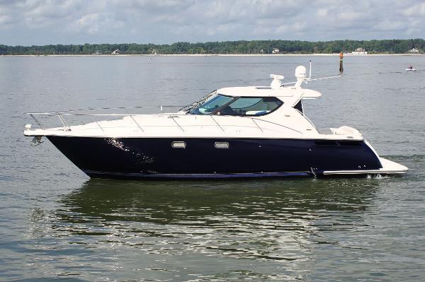 Tiara Yachts 4300 Sovran port profile