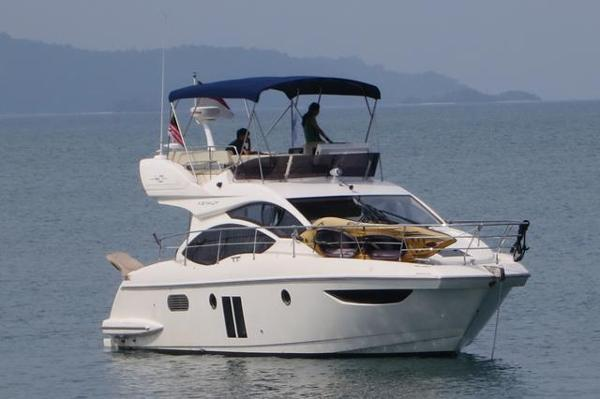 Azimut 40 FLY 2012 featured Aziumut 40 at Anchor