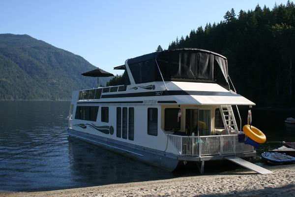 Custom Three Buoys Houseboat