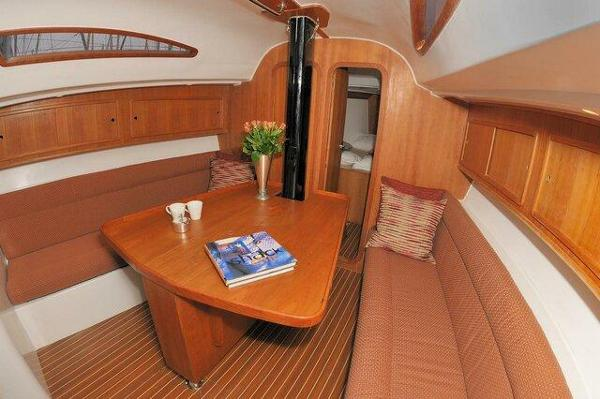 Pacer Yachts 376 EP Saloon