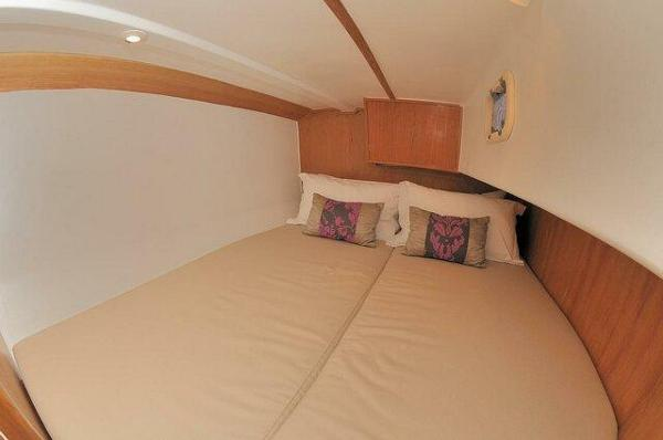 Pacer Yachts 376 EP Cabin