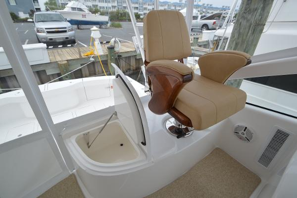 Helm seating and aft storage