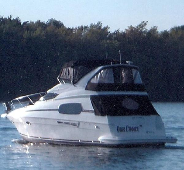 Silverton 410 Sport Bridge port stern view