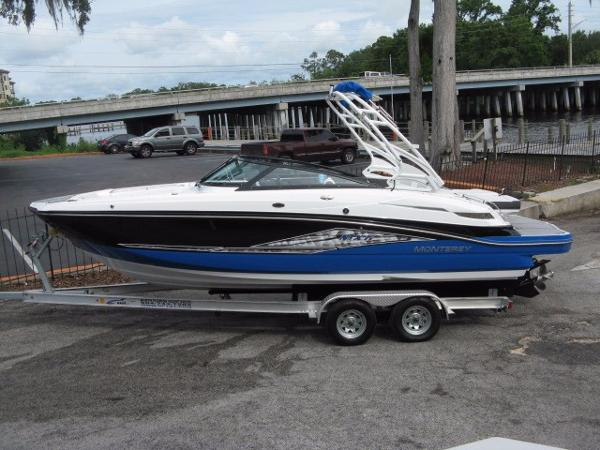 Monterey MX6 Wakeboard Boat