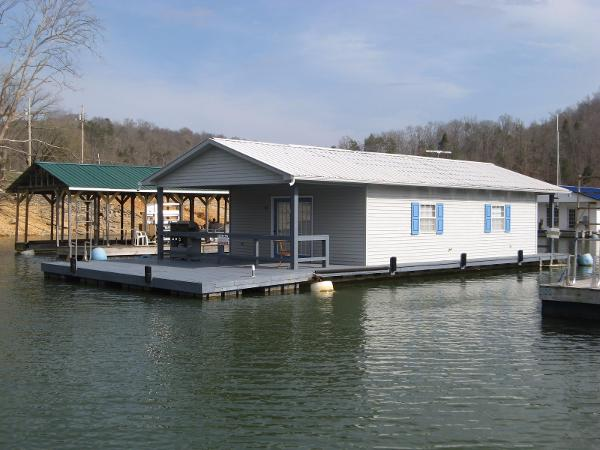 Custom 20 x 33 Floating Cottage
