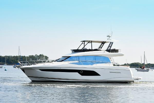 Prestige 520 Flybridge Port Side