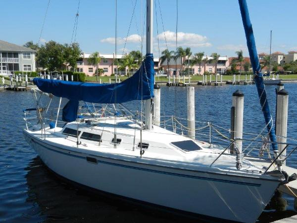 Catalina 320 Starboard side at the dock