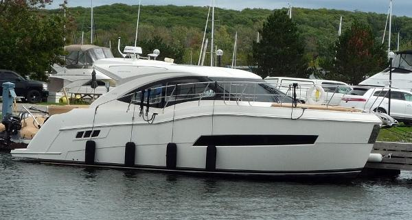 Carver C37 profile dockside