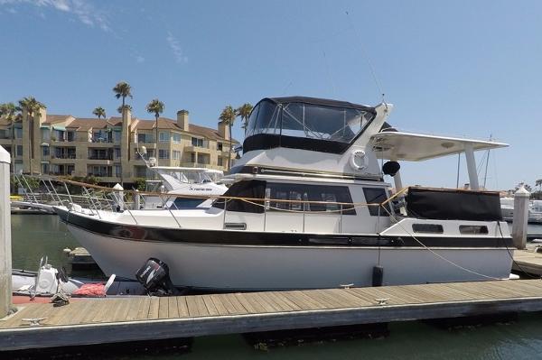 Californian 35 Motor Yacht Port Profile