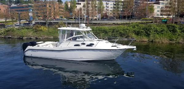Boston Whaler 305 Conquest Starboard Side Profile