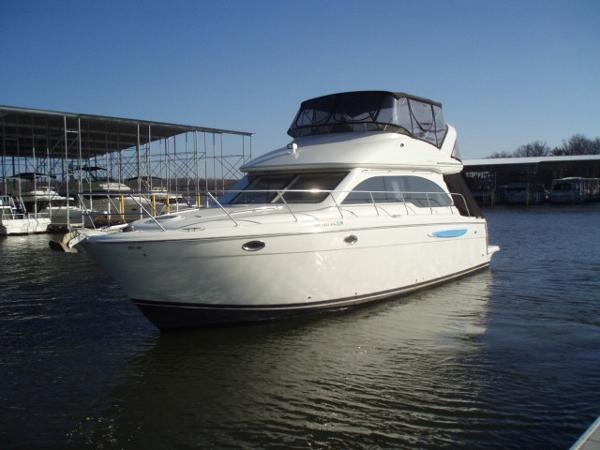 Meridian 411 Sedan Port side profile