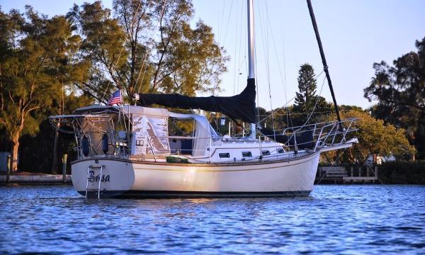Island Packet 27 Brisa at Anchor