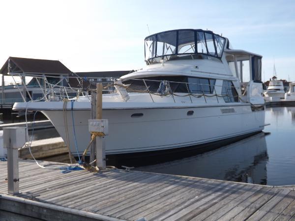 Carver 440 Aft Cabin Motor Yacht Summer Fun
