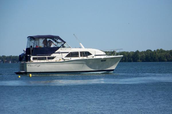 Chris-Craft Catalina 350 350 CHRIS CRAFT side profile