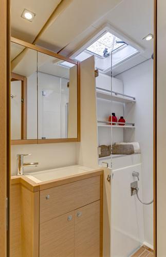 Lagoon 620 Bathroom