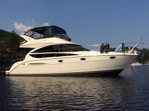 Meridian 391 Sedan At anchor