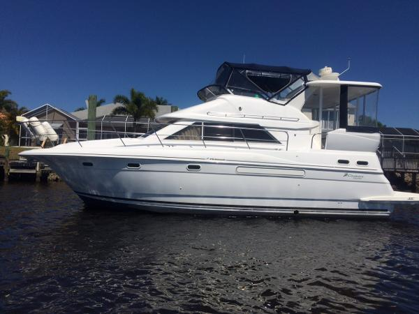 Cruisers Yachts 3750 Motoryacht Port Side