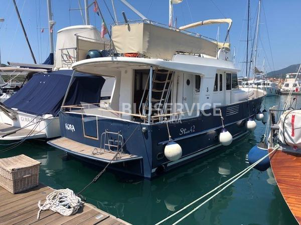 Beneteau Swift Trawler 42 brochure 1
