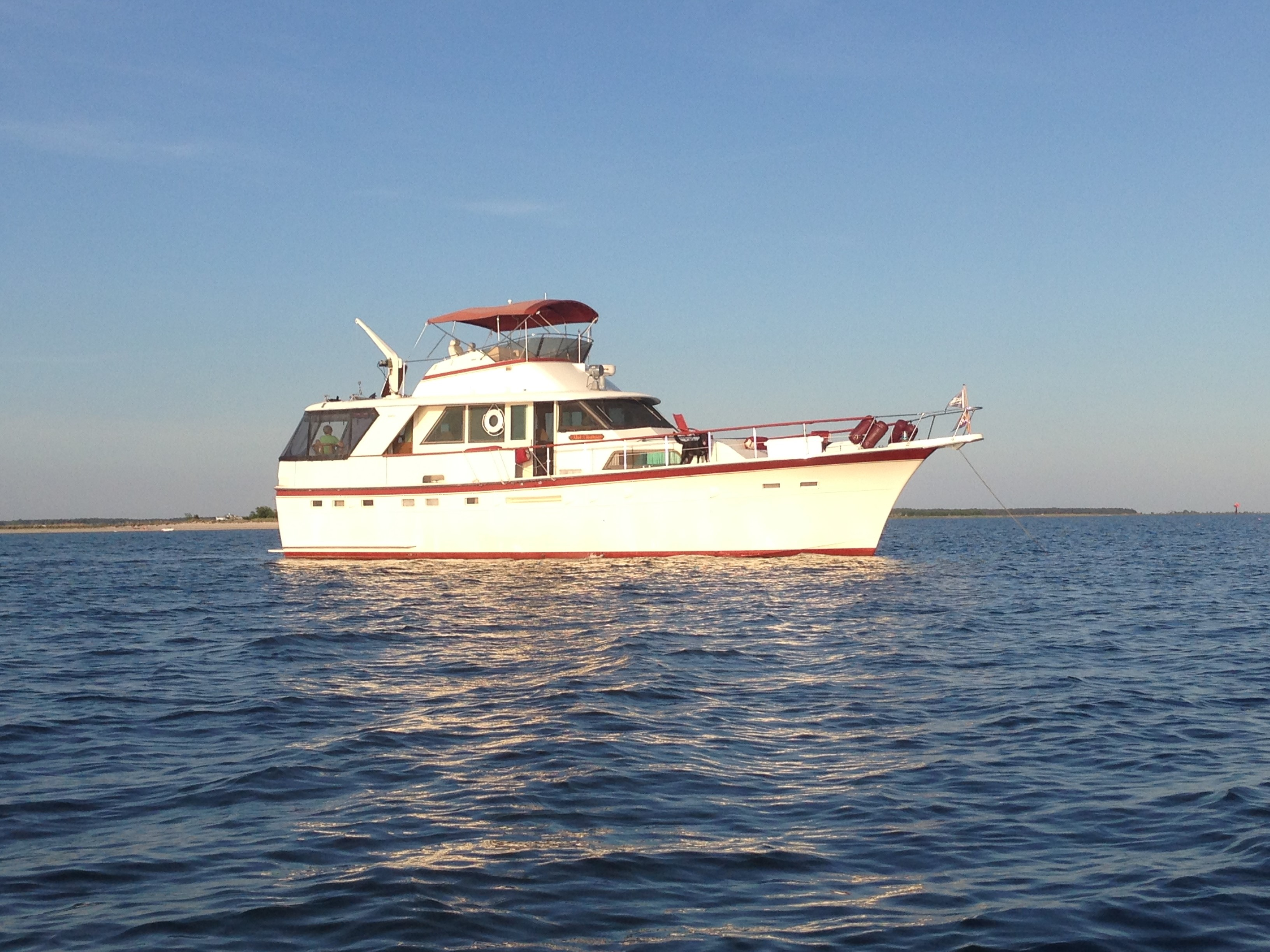 Hatteras Motoryacht Strbd profile