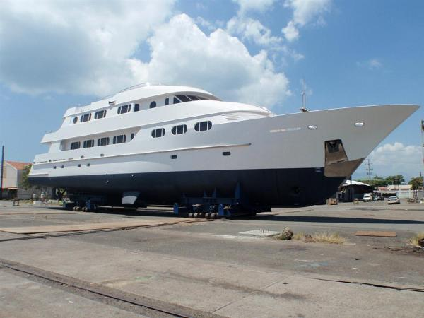 Ocean Pacifico Classic Dutch Design Yacht