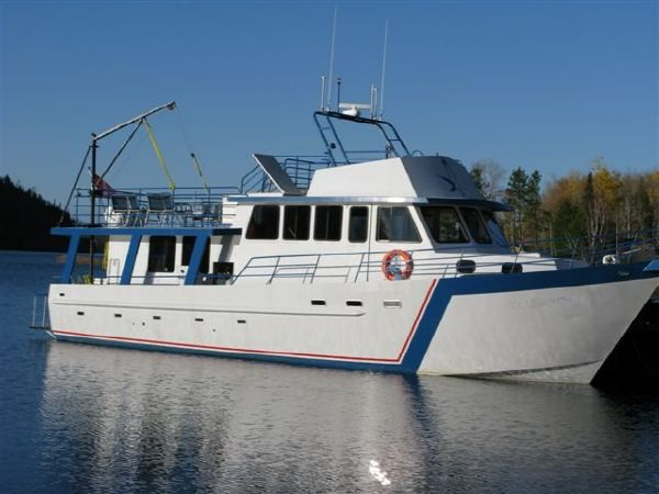 17.37m x 5.11m Overnight Fishing Charter Boat /Accommodations for 12 persons