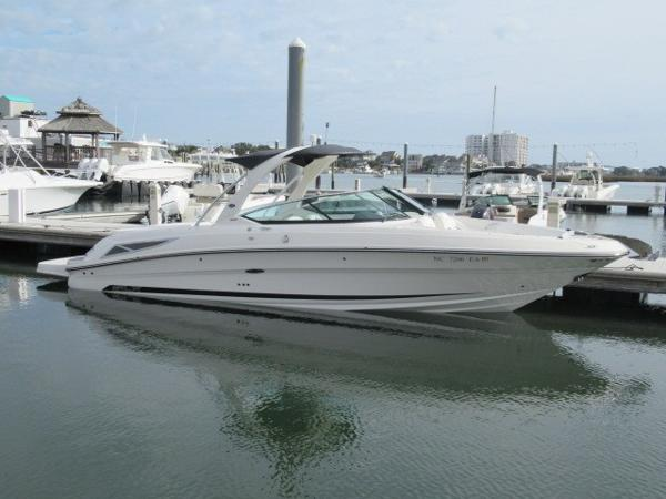 Sea Ray 300 SLX Exterior profile in water