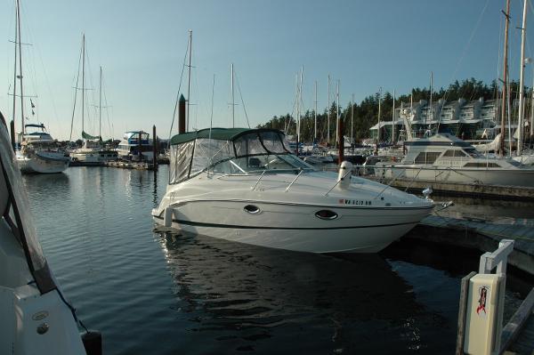 Maxum 2500 SCR At Dock