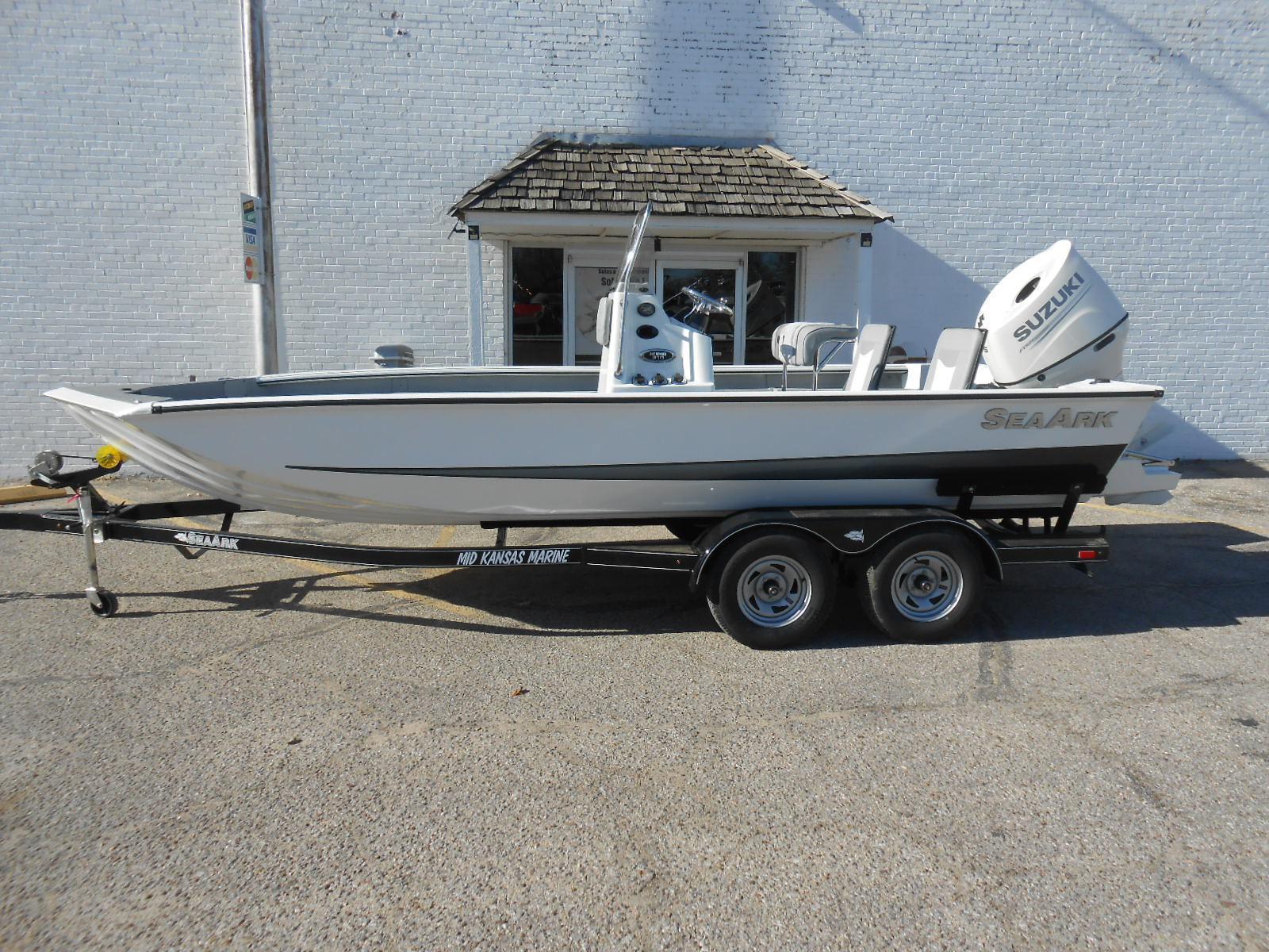 SeaArk Bayrunner 210