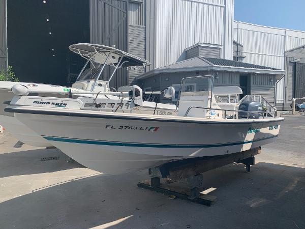 Sea Pro SV2100CC Bay Boat Port Bow