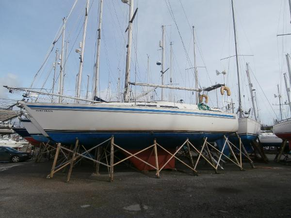 Moody 37 Ashore