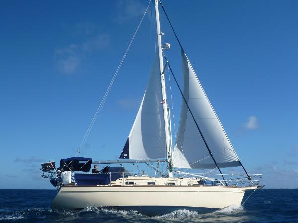Island Packet 350 Blue Water Sailing! Tuamotus